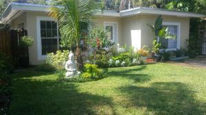 842 Park Pl, West Palm Beach FL 33401