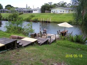 637 SE Calmoso Dr, Port Saint Lucie, FL