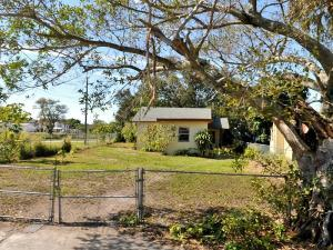 411 N 10th St Fort Pierce, FL 34950