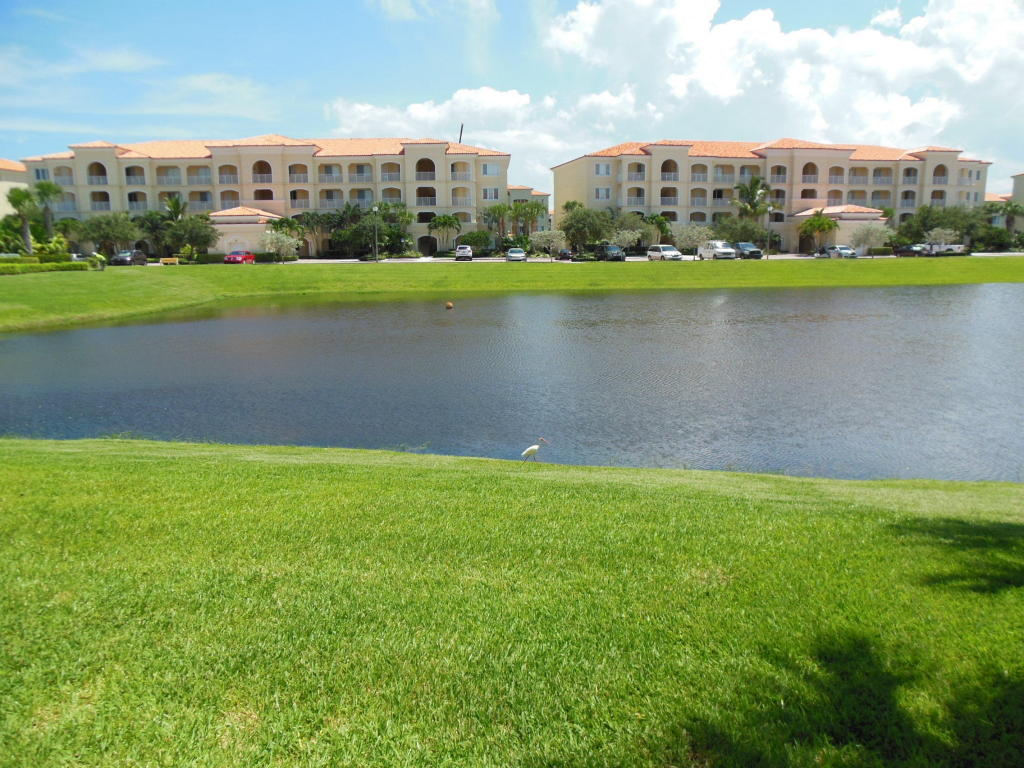 2 Harbour Isle Drive #103, Fort Pierce, FL 34949