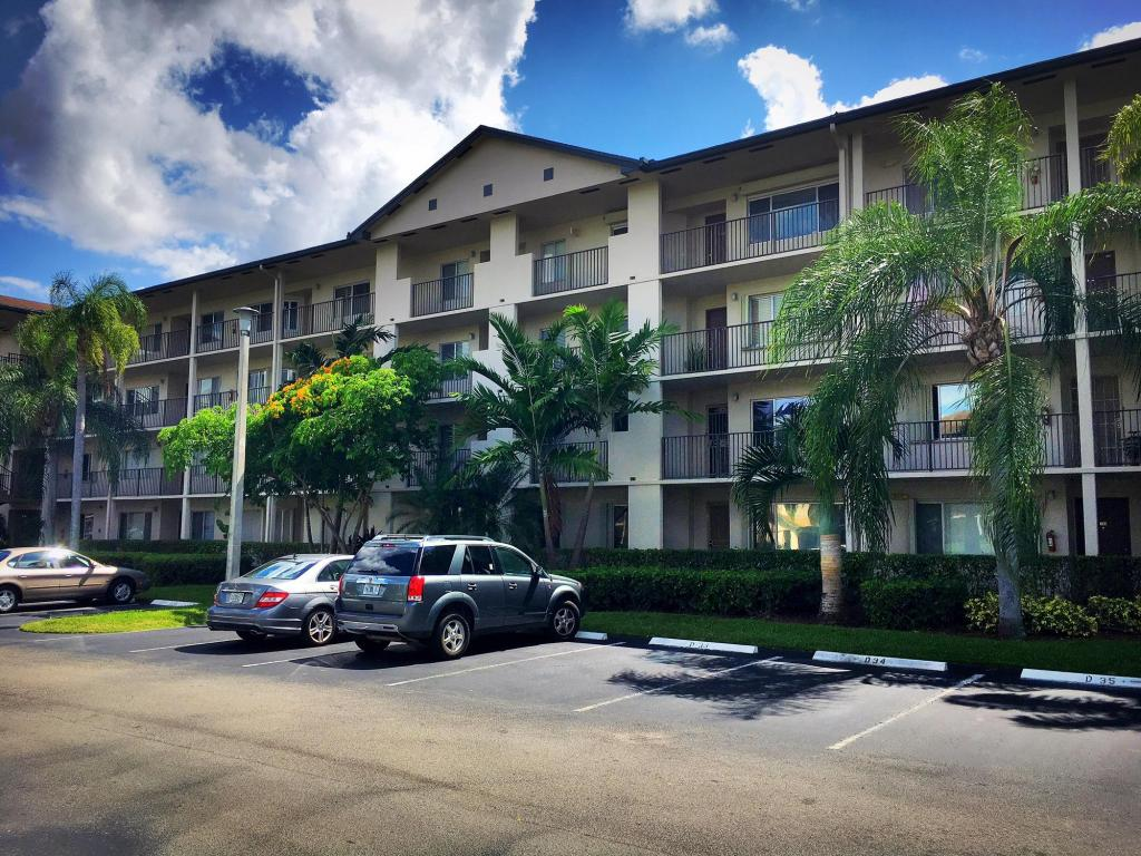 850 SW 138th Avenue #405D, Pembroke Pines, FL 33027