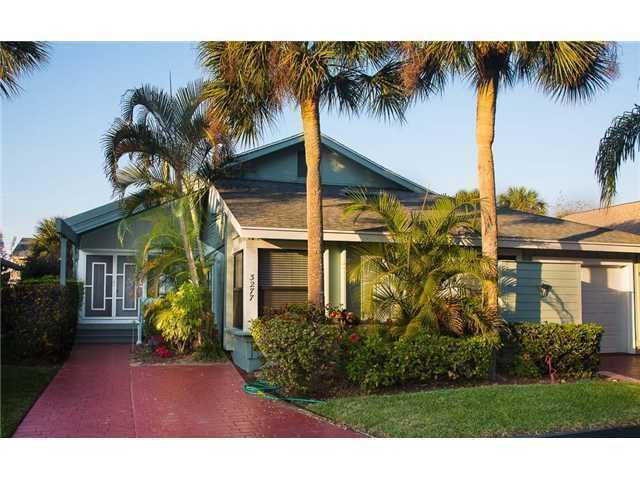 3277 NE Catamaran Ter, Jensen Beach, FL 34957