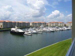 8 Harbour Isle Dr #304 Fort Pierce, FL 34949
