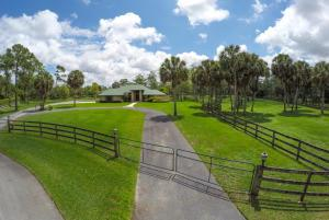 968 Clydesdale Dr Loxahatchee, FL 33470