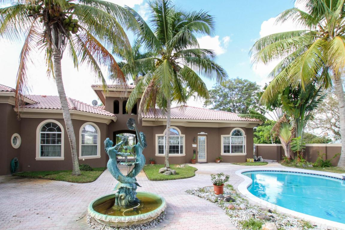717 SE Hidden River Drive, Port Saint Lucie, FL 34983