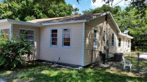2506 Delaware Ave Fort Pierce, FL 34947