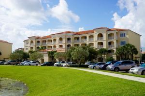 8 Harbour Isle Dr #205 Fort Pierce, FL 34950
