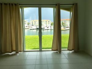10 E Harbour Isle Dr #105 Fort Pierce, FL 34949
