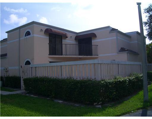 3725 Village Dr #C, Delray Beach, FL 33445