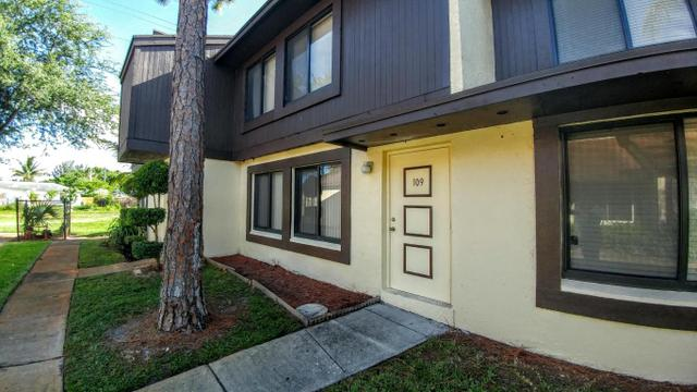 5352 Bosque Ln #109, West Palm Beach, FL 33415
