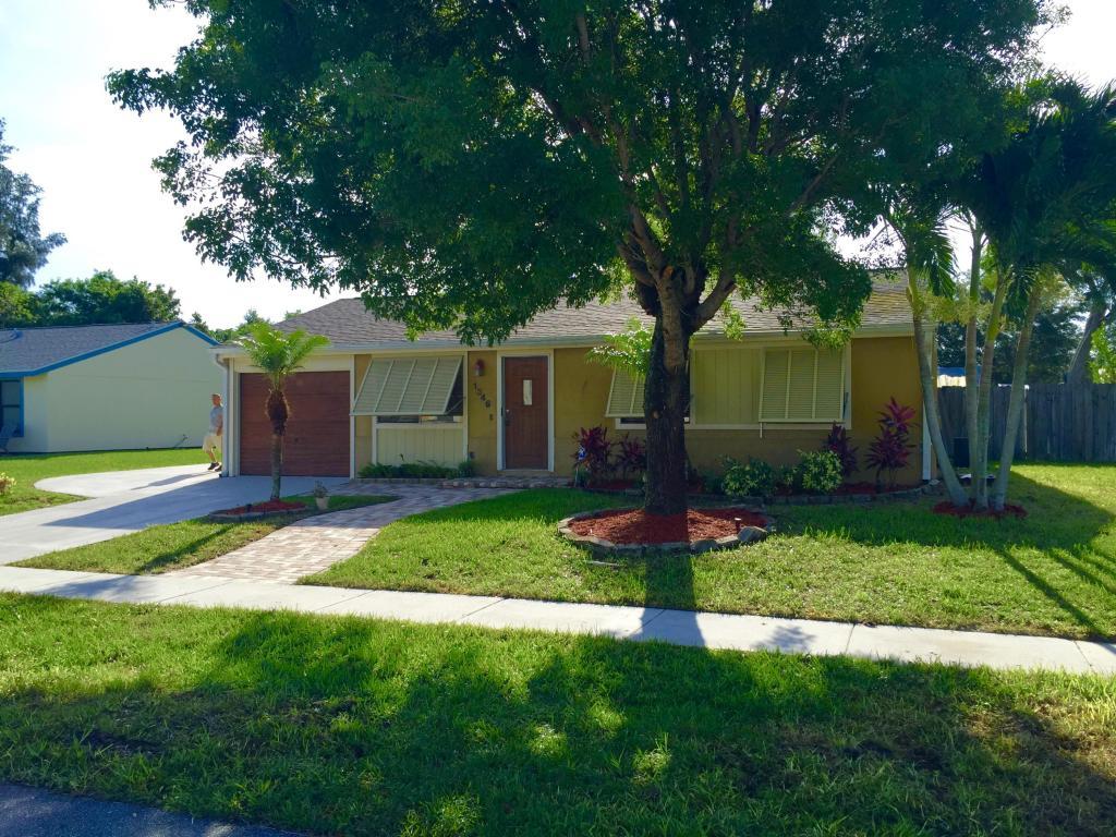 1346 Donwoods Ln, Royal Palm Beach, FL 33411