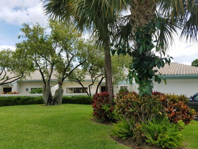 5 Cambridge Dr, Boynton Beach, FL 33436