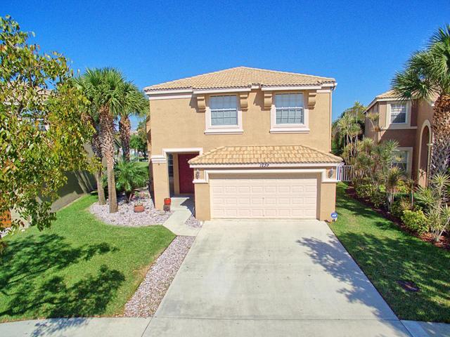 1239 Oakwater Dr, Royal Palm Beach, FL 33411