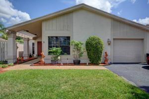 8899 Old Pine Rd, Boca Raton, FL 33433