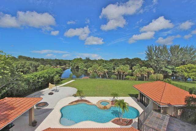 5589 Whirlaway Rd, Palm Beach Gardens, FL 33418