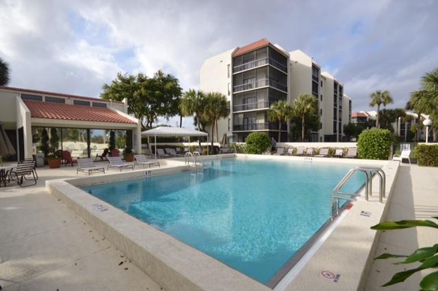 2500 Presidential Way #105, West Palm Beach, FL 33401