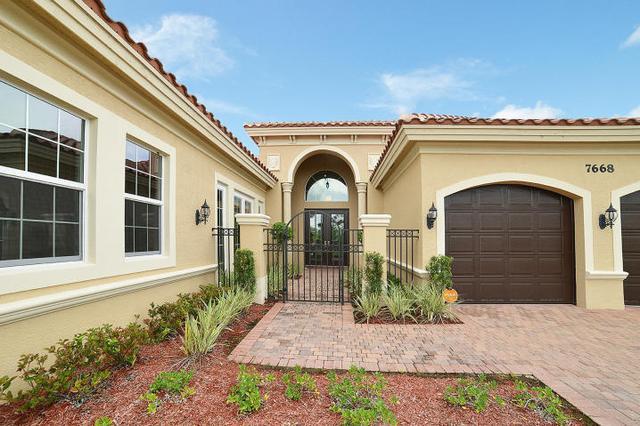 7668 Maywood Crest Dr, West Palm Beach, FL 33412
