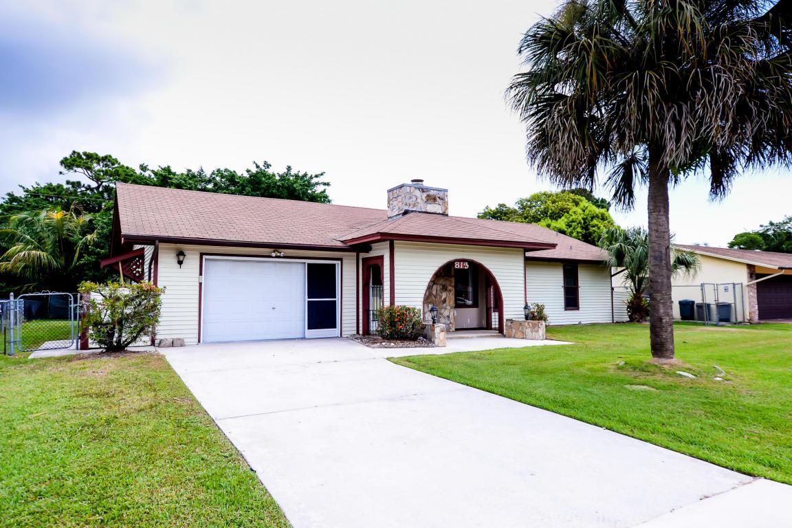 813 SE Celtic Avenue, Port Saint Lucie, FL 34983
