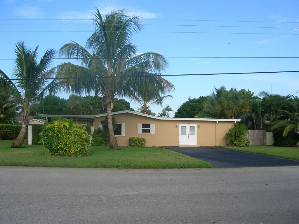 7101 Venetian Way, Lake Clarke Shores, FL 33406