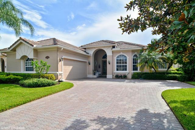8833 One Putt Pl, Port Saint Lucie, FL 34986