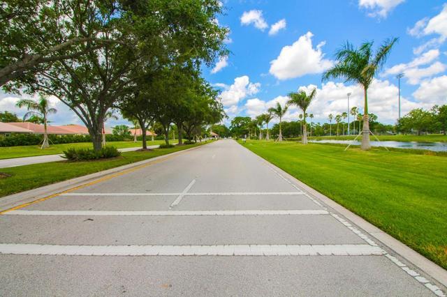 32 Cayman Pl, Palm Beach Gardens, FL 33418