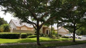 818 Parkside Cir, Boca Raton, FL 33486