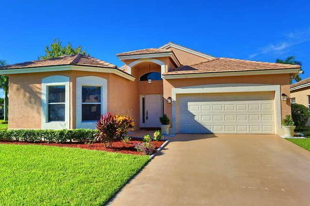 6307 Harbour Club Dr, Lake Worth, FL 33467