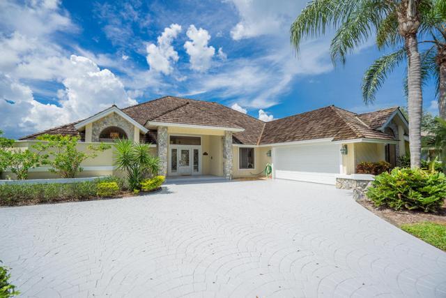 18500 SE Lakeside Dr, Tequesta, FL 33469
