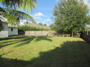 542 SW Fairway Avenue, Port Saint Lucie, FL 34983