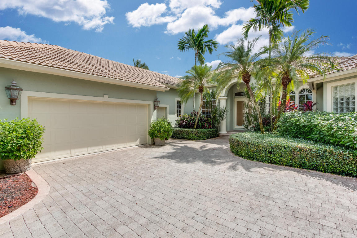 9070 Lakes Boulevard, West Palm Beach, FL 33412