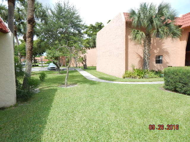 151 Lake Evelyn Drive #151, West Palm Beach, FL 33411