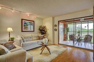 10155 Mangrove Dr #201, Boynton Beach, FL 33437