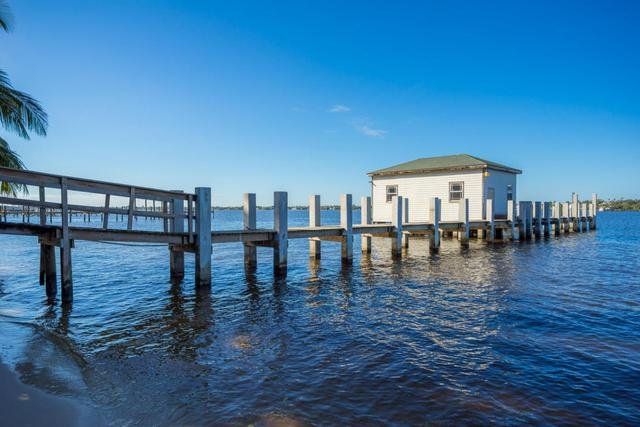 15 S River Rd, Sewalls Point, FL 34996