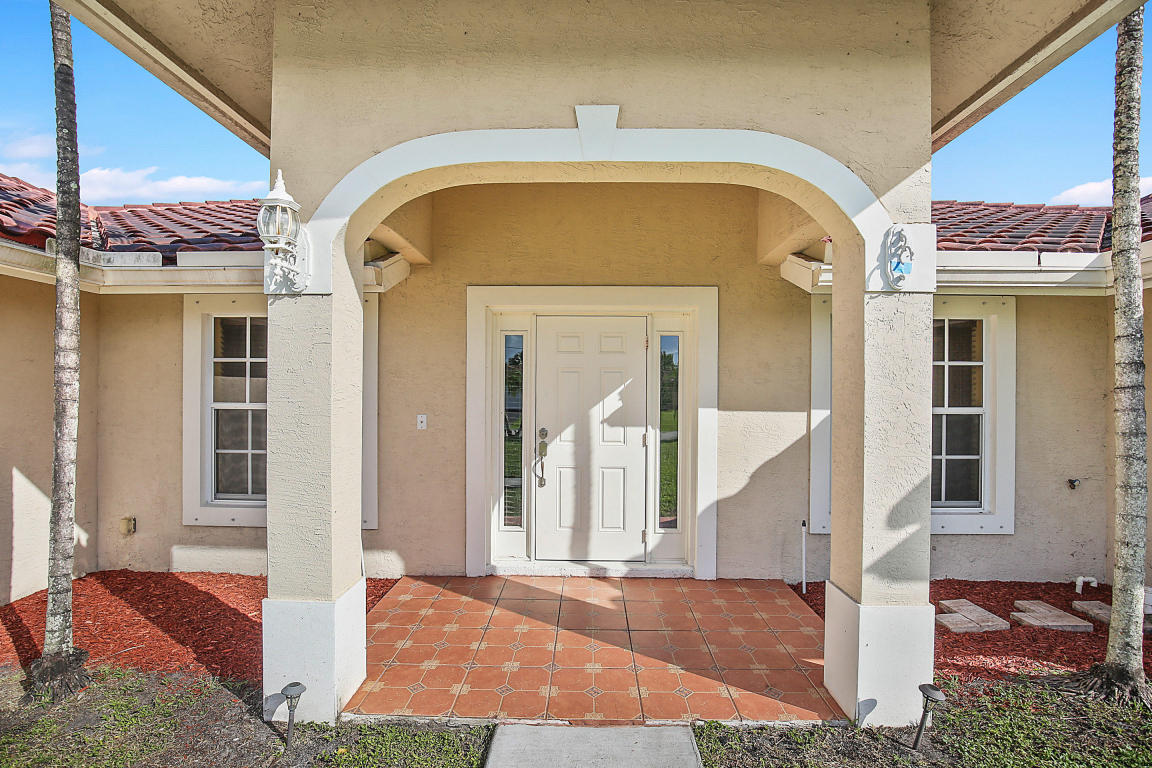 36 W Plumosa Lane, Lake Worth, FL 33467