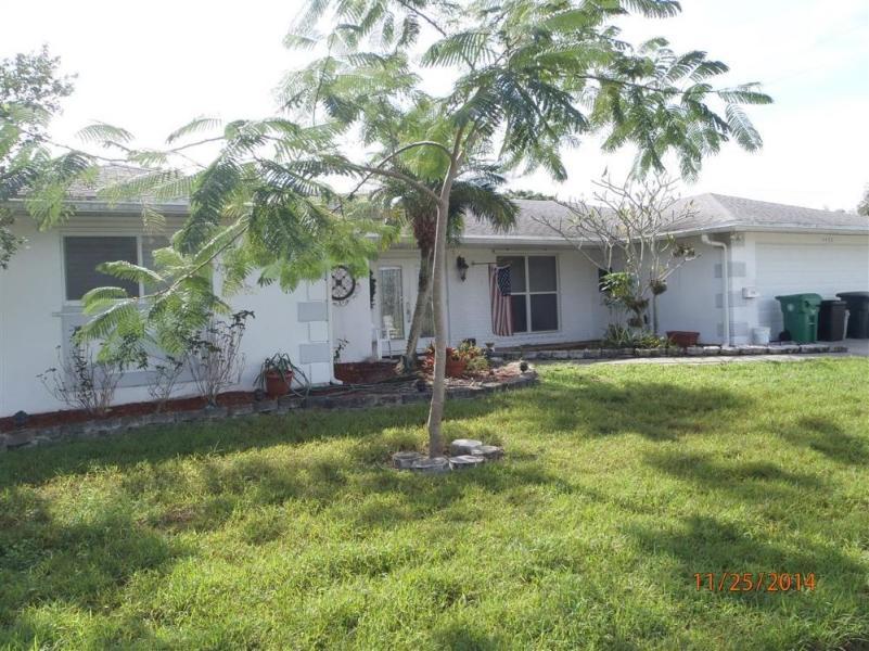 1472 SE Sunshine Avenue, Port Saint Lucie, FL 34952