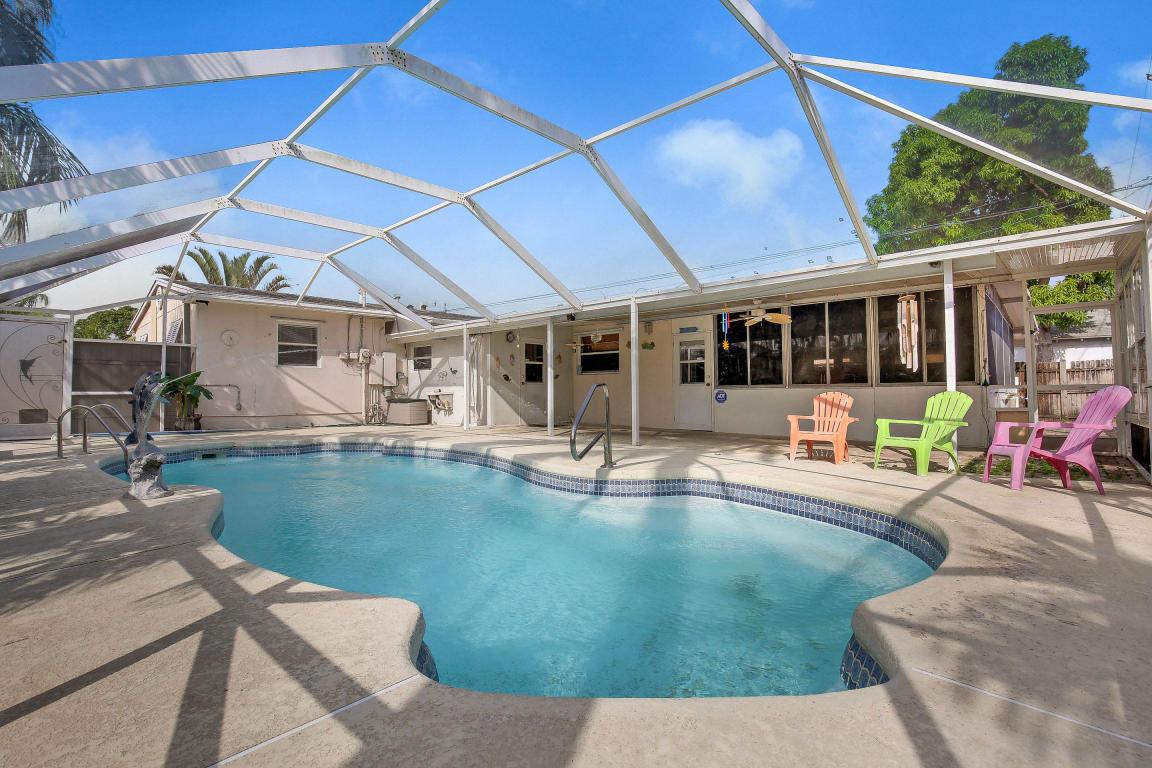 108 Cayman Drive Drive, Palm Springs, FL 33461