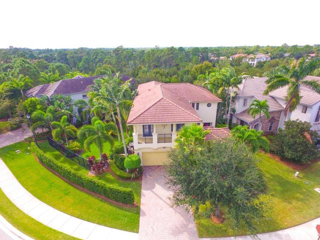 1027 Vintner Blvd, Palm Beach Gardens, FL 33410