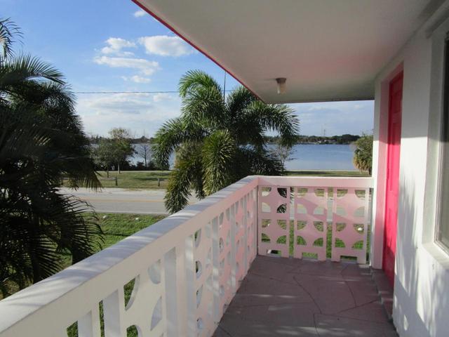 2180 Lake Osborne Dr #12Lake Worth, FL 33461