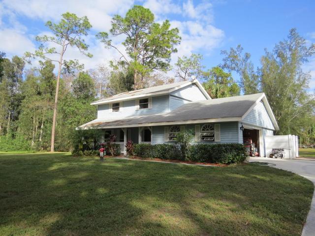 1032 Hyde Park RdLoxahatchee Groves, FL 33470