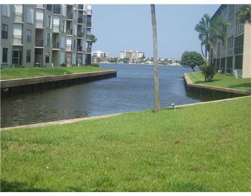 200 Waterway Dr #203, Lantana, FL 33462