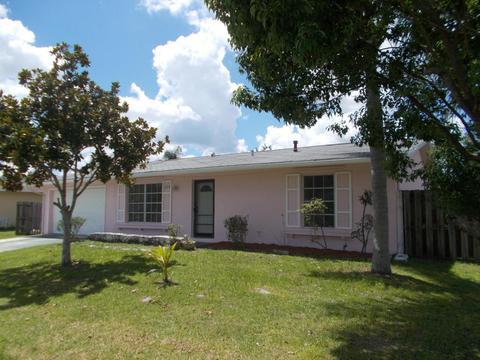 238 NE Camelot Dr, Port Saint Lucie, FL 34983