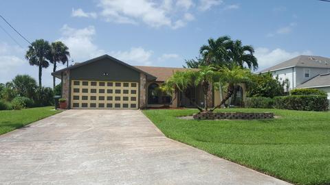 616 SW Aster Rd, Port Saint Lucie, FL 34953