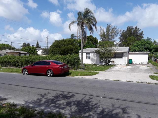 1241 S E St, Lake Worth, FL 33460