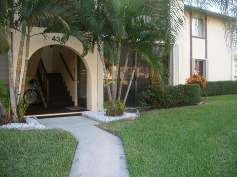 434 Pine Glen Ln #D-1, Greenacres, FL 33463