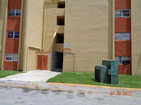 3710 NW 21st St #403, Lauderdale Lakes, FL 33311