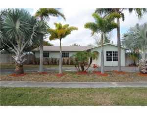 3075 Pinehurst Dr, Lake Worth, FL 33467