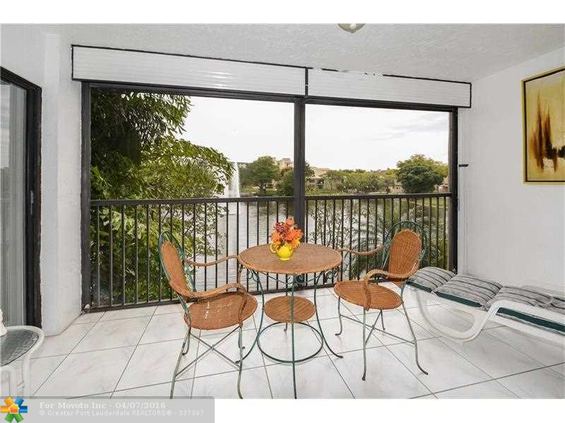 2334 S Cypress Bend Dr #APT 203, Pompano Beach, FL