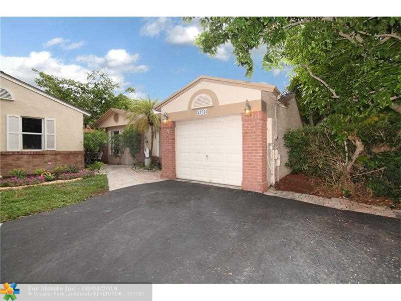 13721 Cumberland Pl, Davie, FL 33325