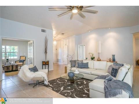 3080 Estates Dr, Pompano Beach, FL 33069