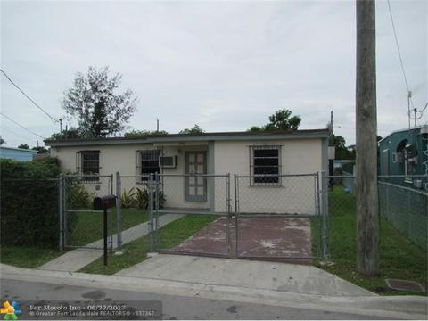 1446 NW 7th Pl, Florida City, FL 33034